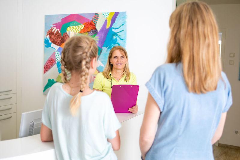 Gespräch mit Eltern und Dr. Uhlemann